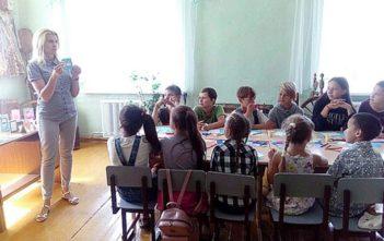 15 августа 2018 года эколого-биологический центр детей и молодежи г.Могилева пригласил ребят на увлекательную экскурсию «Разноцветные краски лета» и мастер-класс «Бумажные фантазии».