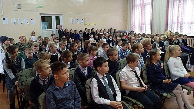 Торжественный прием учащихся третьих классов в октябрята
